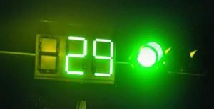 Il colore e il numero di secondi riportati accanto a un semaforo thai sono puramente indicativi.