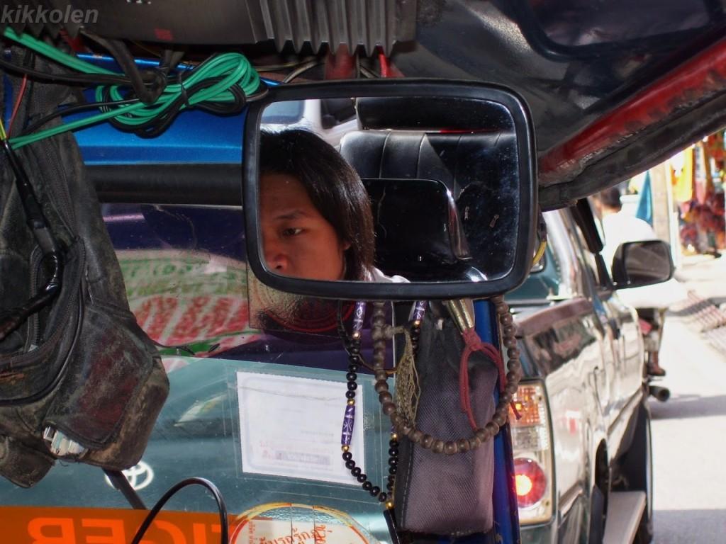 Solo il tassista thailandese sa portarti a destinazione senza avere capito dove vuoi andare.