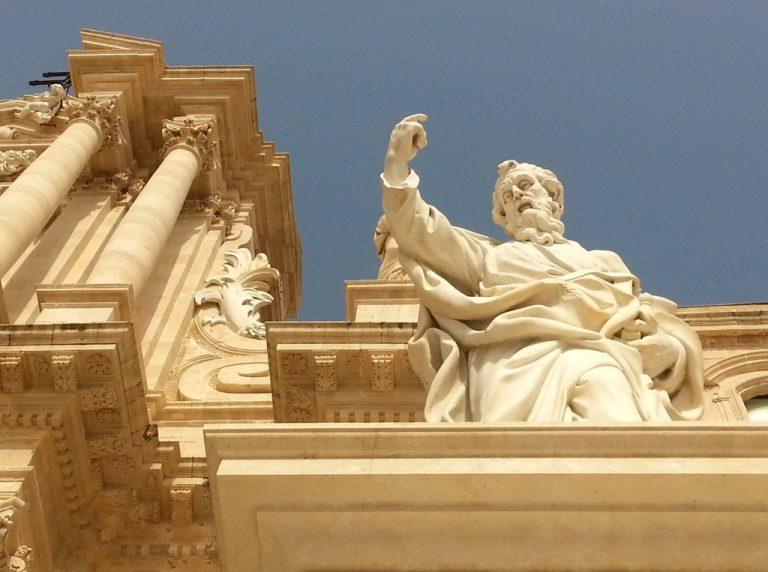 Duomo di Siracusa, statua esterna